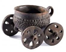 Fertőendréd, vaskori kocsiedény, Kr. e. 7. század. Soproni Múzeum, Fotó MNM